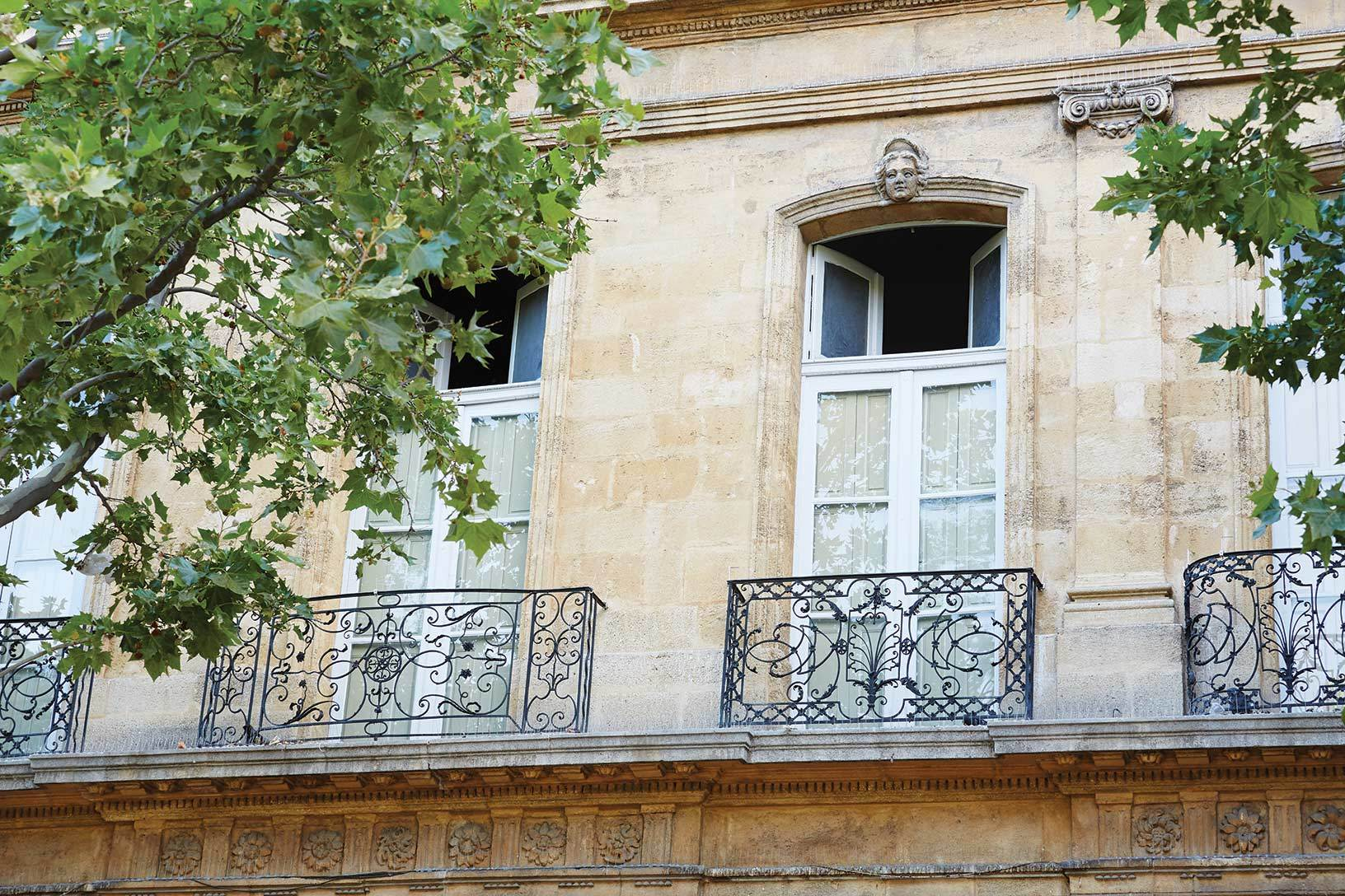 Stone Aix En Provence luxury sporting property for rent in the heart of provence